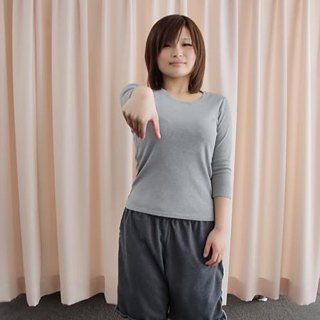 ①腕は前に水平に。手首から先は下方向に90°に曲げます。